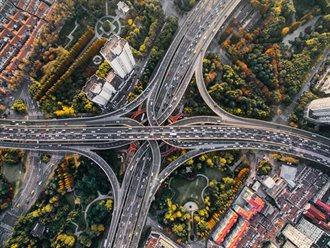 Ny motorvej oplader din elbil på farten